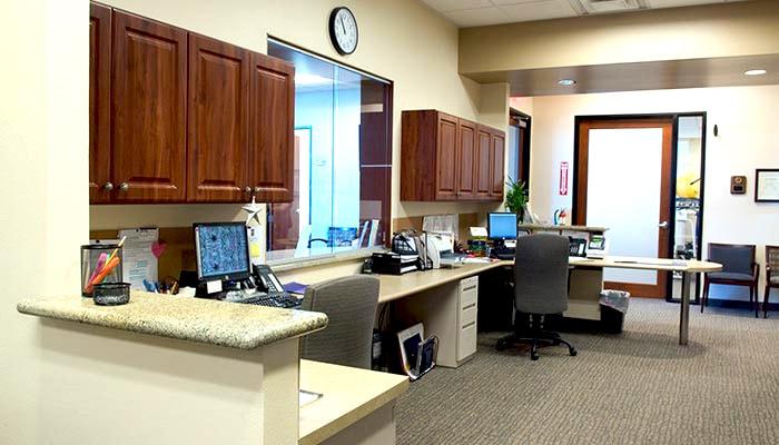 commercial_crowne-project-4_reception-desk_700x400-min
